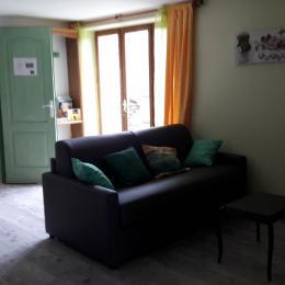 Pièce de vie - Coté salon - Location de vacances - Saint-Victor-sur-Rhins
