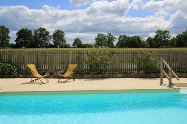 Gîte de grande capacité avec piscine à la campagne - Piscine - Location de vacances - Saint-Georges-de-Baroille