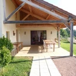 Gîte de grande capacité avec piscine à la campagne - Terrasse - Location de vacances - Saint-Georges-de-Baroille
