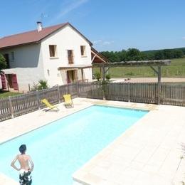 Gîte de grande capacité avec piscine à la campagne - Location de vacances - Saint-Georges-de-Baroille