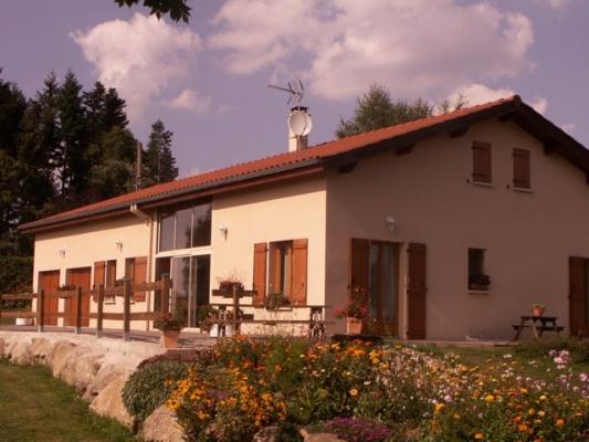 Les Charmilles, maison avec jardin, proche d'Usson en Forez - Location de vacances - Merle-Leignec