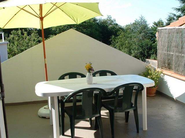 Studio à 100m des thermes de Montrond-les-Bains - Terrasse avec salon de jardin - Location de vacances - Montrond-les-Bains