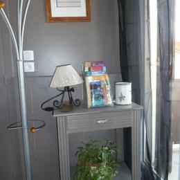 Studio à 100m des thermes de Montrond-les-Bains - Entrée - Location de vacances - Montrond-les-Bains