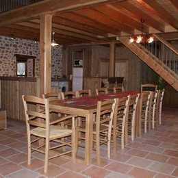 Gite de caractère en pleine nature pour 12 personnes : piece de vie - Location de vacances - La Valla-sur-Rochefort