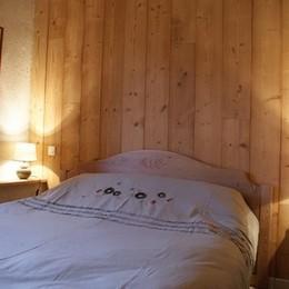 Gite de caractère pour 12 personnes : chambre - Location de vacances - La Valla-sur-Rochefort