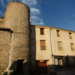 Gîte les Remparts au cœur du village de Saint Haon le Châtel - Location de vacances - Saint-Haon-le-Châtel