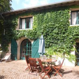 Gîte avec jardin clos proche de Roanne - Location de vacances - Pradines