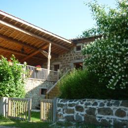 la terrasse couverte avec salle à manger d'été - Location de vacances - Usson-en-Forez