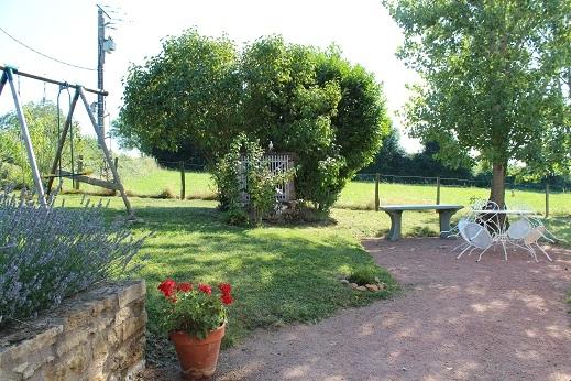 Grand gîte à la campagne - le jardin - Location de vacances - Maizilly