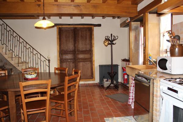 Grand gîte à la campagne - la cuisine - Location de vacances - Maizilly