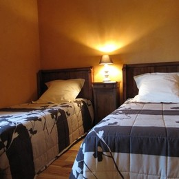 Gite du Belvédère, pays de Charlieu - chambre 2 lits de 90 - Location de vacances - Maizilly