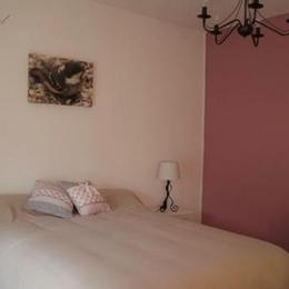 Appartement Bourg Argental : chambre - Location de vacances - Bourg-Argental