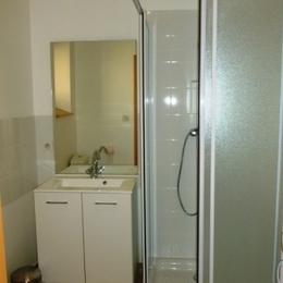 Appartement à Chalmazel les Granges - Salle d'eau - Location de vacances - Chalmazel