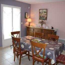 Maison indépendante avec jardin à Noirétable - Pièce de vie - Location de vacances - Noirétable
