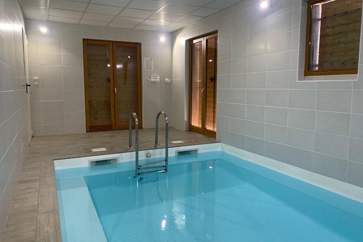 Gîte indépendant avec piscine intérieure dans Parc Naturel Régional du Pilat - Piscine - Location de vacances - Le Bessat