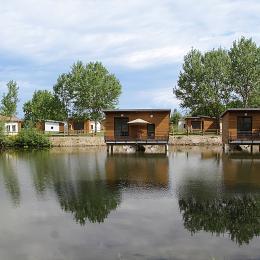 Domaine des Etangs du Forez - Chalets sur étang - Location de vacances - Veauchette