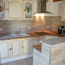 la cuisine - Location de vacances - Saint-Nizier-de-Fornas