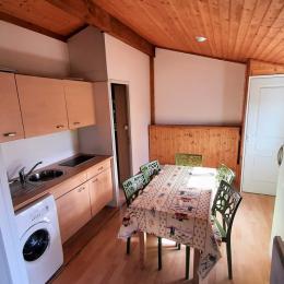 intérieur du chalet le Noisetier avec 3 lits simples dont 2 côte à côte - Location de vacances - Yssingeaux