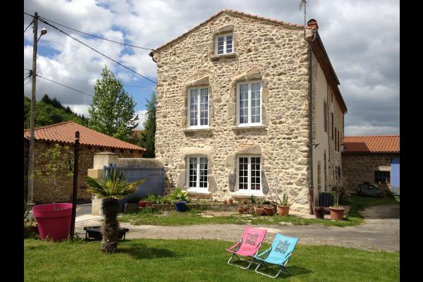 Maison cote proprietaire - Location de vacances - Auzon