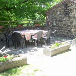 agréable séjour-salle à manger  - Location de vacances - Mazerat-Aurouze