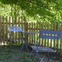 coin détente avec poêle à bois dans le séjour- salle à manger - Location de vacances - Mazerat-Aurouze