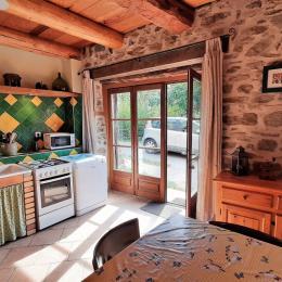 Cuisine bien équipée avec appareils électroménagers, vaisselle, batterie de cuisine, ... - Location de vacances - Mazerat-Aurouze