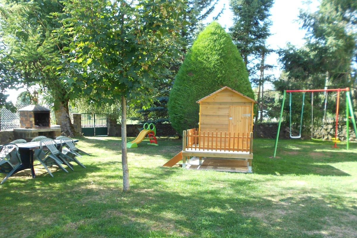Air de jeux pour enfants - Location de vacances - Alleyrac
