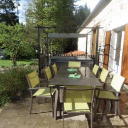 terrasse avec spa 6 places  - Location de vacances - Montregard