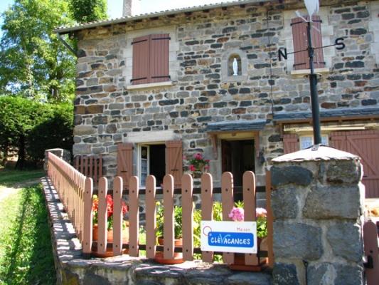 - Location de vacances - Saint-Julien-Chapteuil