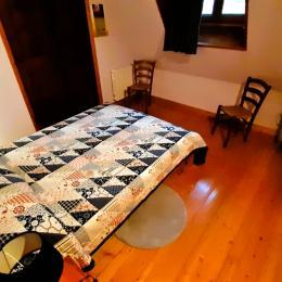 Chambre 2 lits simples au 2°étage - Location de vacances - Moudeyres
