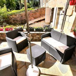 espace commun (coin cuisine et coin lecture) - Chambre d'hôtes - La Chaise-Dieu