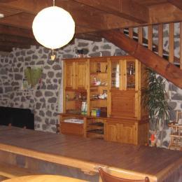 La pièce à vivre (salle à manger, coin détente) - Chambre d'hôtes - Saint-Privat-d'Allier