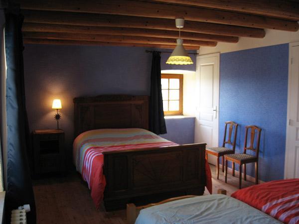 La chambre bleue 4 personnes - Location de vacances - Saint-Pal-de-Chalencon