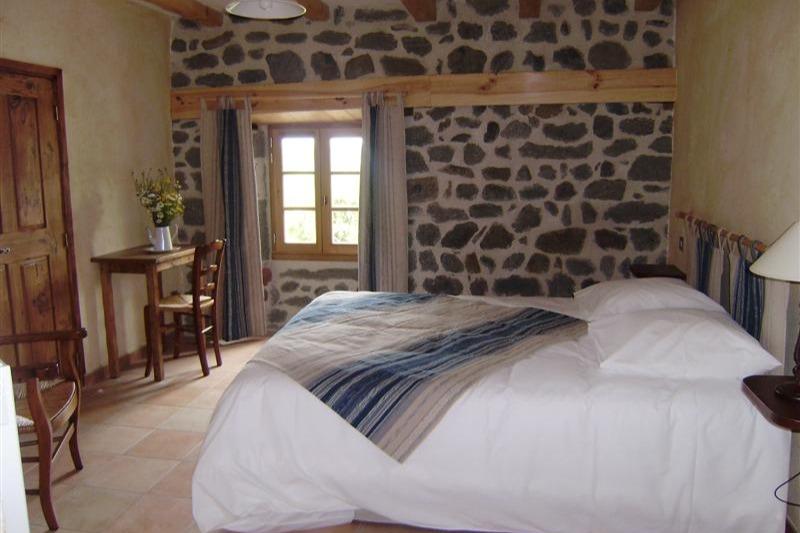 Bleuets : chambre claire et spacieuse, située au 2ème étage. - Chambre d'hôtes - Blanzac