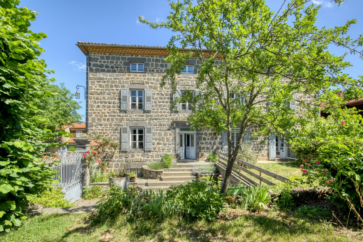 Chambre Les Cépages - étage mansardé - Chambre d'hôtes - Saint-Ilpize