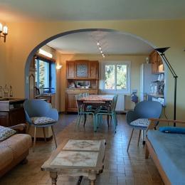 rdc : grande pièce de vie (séjour-cuisine) - Location de vacances - Laussonne