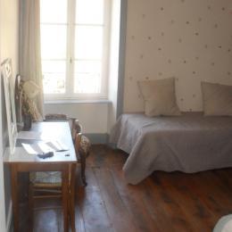 Rez-de-chaussée : pièce à vivre et coin détente - Chambre d'hôtes - Saint-Ilpize