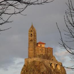 Vue du Rocher Corneille, le soir. - Location de vacances - Le Puy-en-Velay
