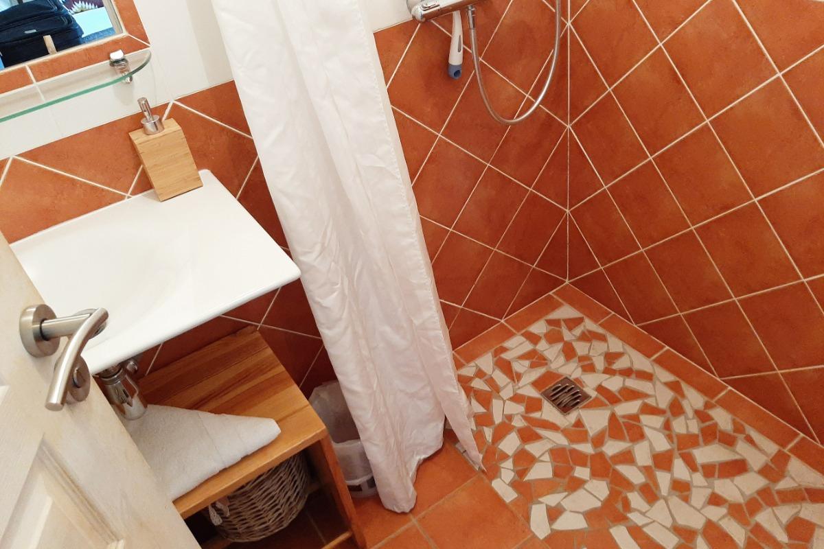 Douche à l'italienne - chambre Danica - 2 pers. - Chambre d'hôtes - Monlet