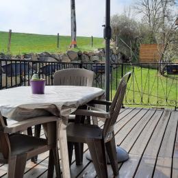 Maison de vacances à la campagne ! Terrain privatif, arboré et fleuri à la belle saison ! - Location de vacances - Coubon