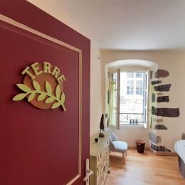 1er étage - Chambre TERRE - 2 lits 1 pers. côte à côte en 2x90x190 cm - Chambre d'hôtes - Brioude