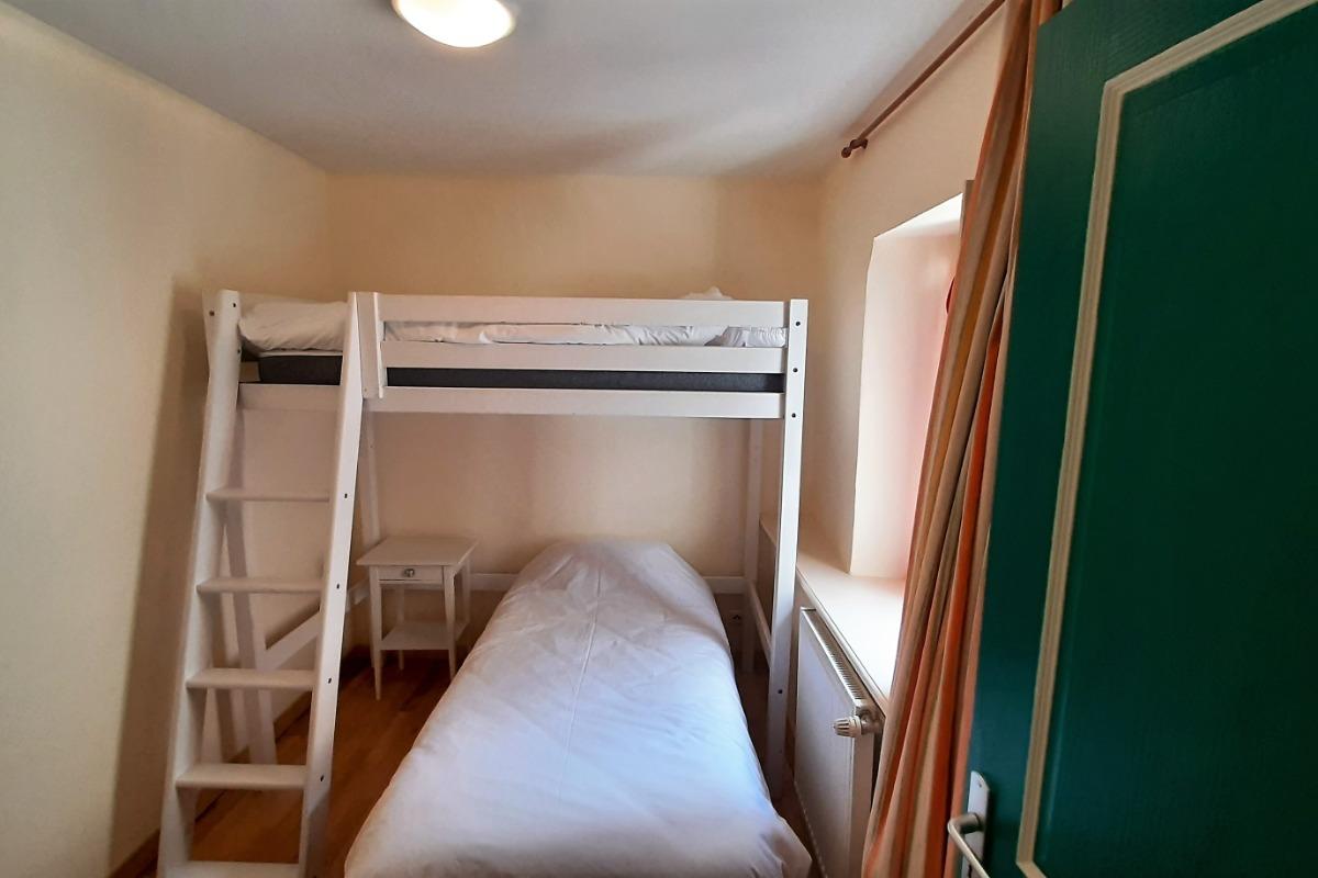 2ème étage - Chambre Suite Air - 2 lits 1 pers. côte à côte en 2x 90x190 cm. - Chambre d'hôtes - Brioude