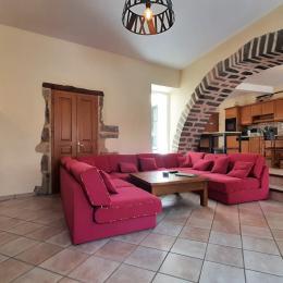 Rez-de-chaussée : grande pièce à vivre (séjour-salle à manger et cuisine équipée). - Chambre d'hôtes - Brioude