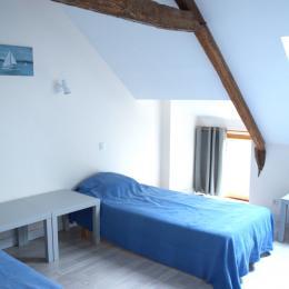 chambre 3 petits lits - Location de vacances - Assérac