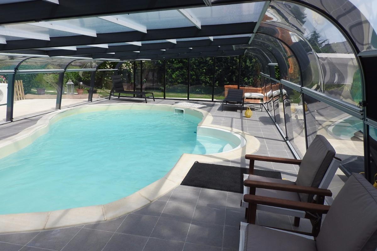 la piscine et la nage à contre courant,l'eau est traitée par oxygène actif sans ajout de chlore - Location de vacances - Rougé