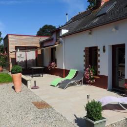 la terrasse et la maison - Location de vacances - Rougé