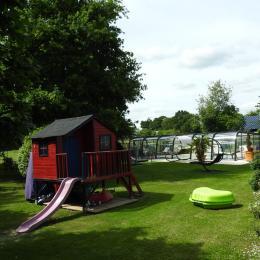 Le parc, la piscine et les jeux pour les enfants - Location de vacances - Rougé