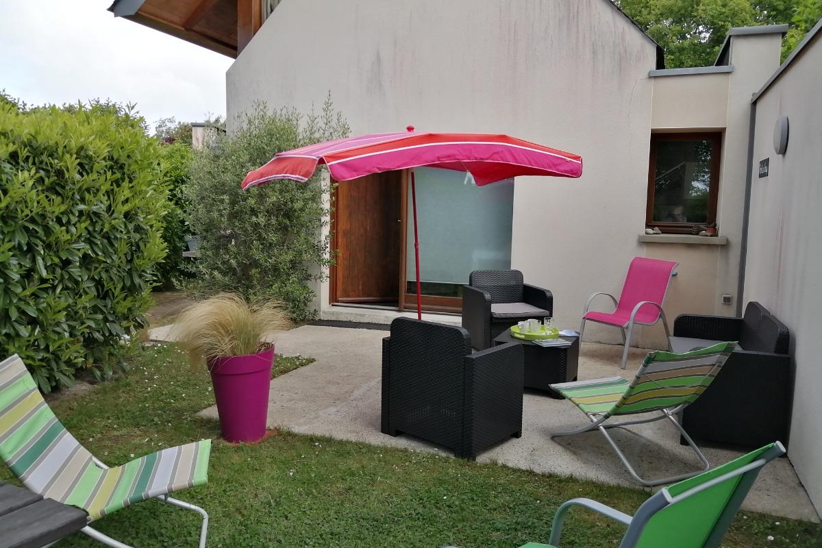 SEJOUR AVEC BANQUETTE COUCHAGE D'APPOINT  - Location de vacances - Guérande