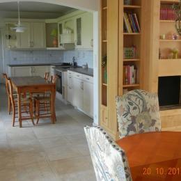 Cuisine et salon - Location de vacances - Campbon