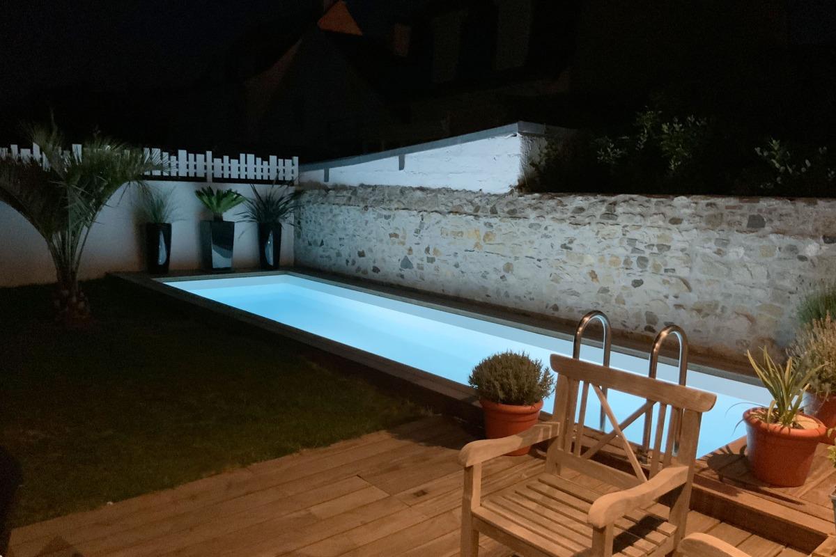 La piscine, avec une eau chauffée à 28 d° - Chambre d'hôtes - Le Croisic